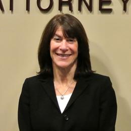 Alperstein_AttorneyHeadshots_LynnHoffman